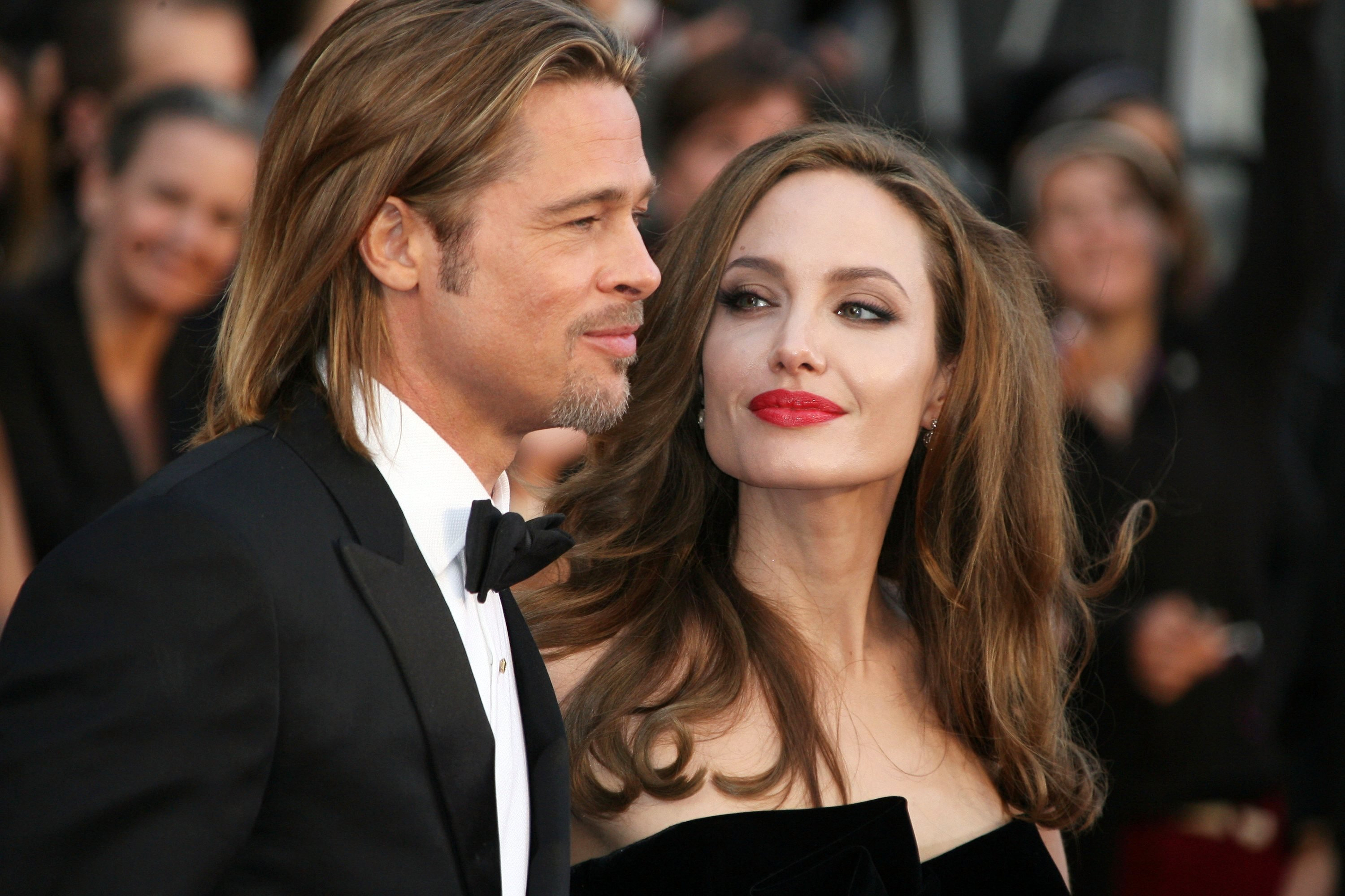 http://famosissimi.myblog.it/wp-content/uploads/sites/314379/2014/03/Angelina-Jolie-Brad-Pitt210513.jpg